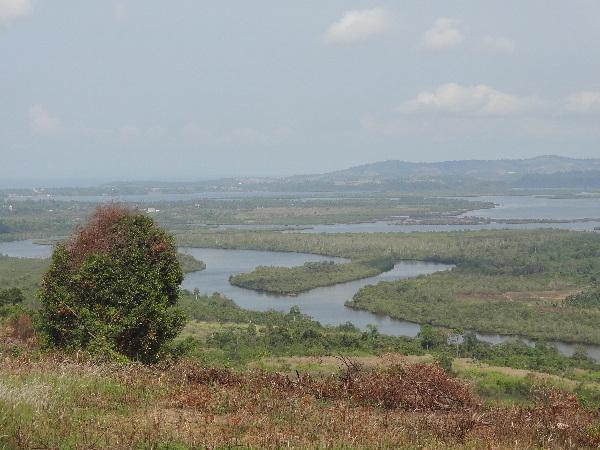 Flusslandschaft am Fuße der Kardamom-Berge
